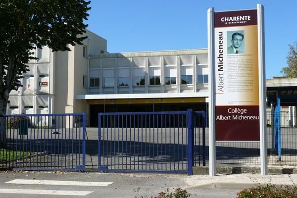 college_entree_panneau_micheneau.jpg