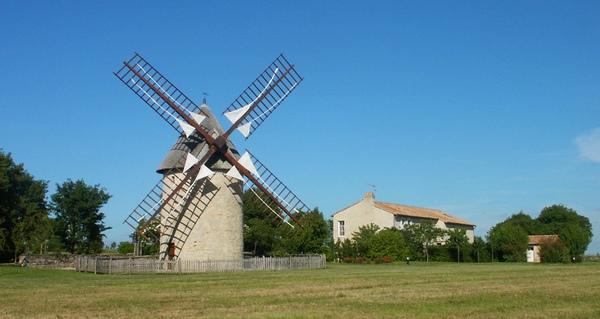 Histoire moulin vent pierres blanches villefagnan montage for Piscine du moulin a vent